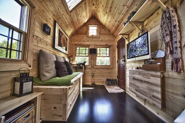Couple Builds a 140 sq ft Cottage on Wheels