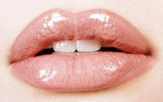 Μέλι, βαζελίνη και αγγούρι για τα σκασμένα χείλη