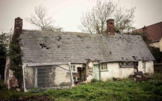 Μια γυναίκα έχει εγκαταλείψει αυτό το σπίτι εδώ και 10 χρόνια. Αυτά που άφησε μέσα; Πρέπει να το δείτε!