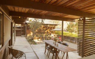 Ένα ξύλινο σπίτι από τη Καλιφόρνια