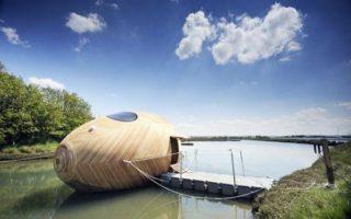 Πλωτό σπίτι σε σχήμα… αυγού!