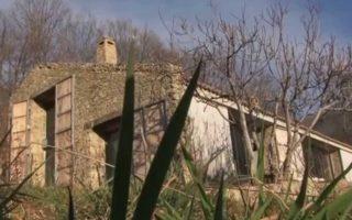 Βρήκαν ένα μισογκρεμισμένο στάβλο και τον μετέτρεψαν σε ένα ονειρικό σπίτι!