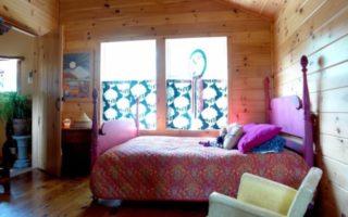 Ένα ξύλινο σπίτι μέσα στη φύση