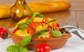 Σκορδομακάρονα με ντομάτα και βασιλικό από τον Δημήτρη Σκαρμούτσο