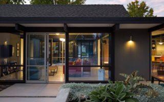 Από τα Eicher σπίτια της Καλιφόρνιας, το επαναχρησιμοποιημένο σπίτι στο Sunnyvale του klopf, μας εντυπωσιάζει.