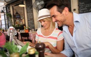 Διακοπές: 8 Tips για να ξοδεύετε λιγότερα στο φαγητό